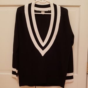 Sweaters - Vneck sweater